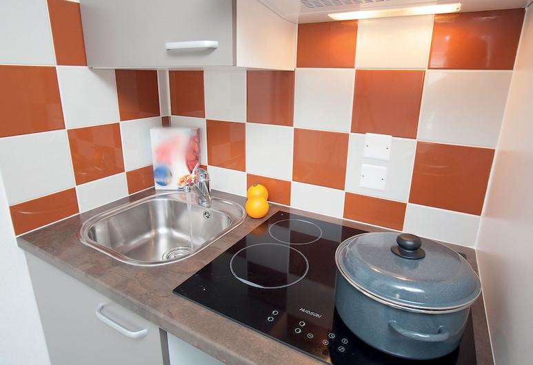 Neat Apartment With Microwave, Between Deauville and Cabourg, Auberville, Casa, Cocina en la habitación