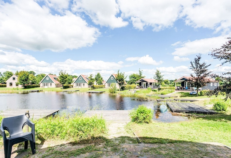 Beautiful Home With a Veranda and Jetty, Located Near a Pond, Bant, Jardín