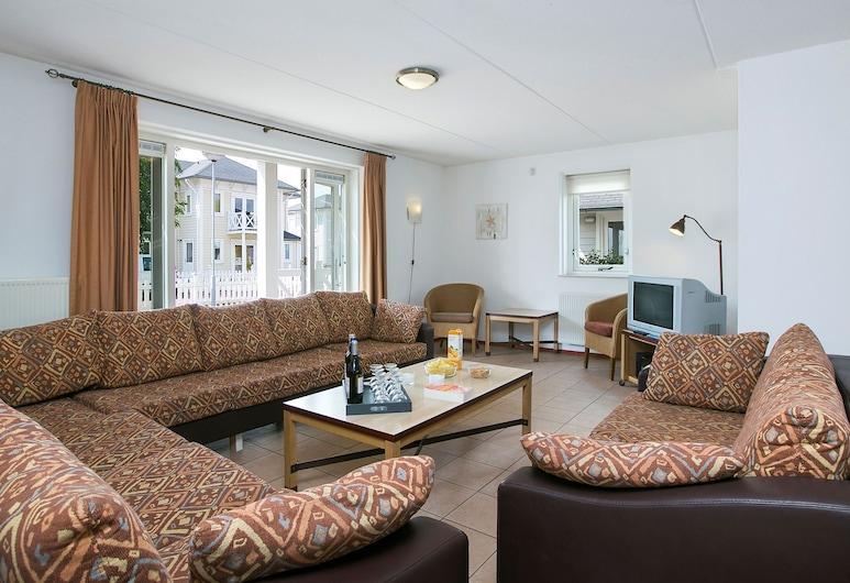 Comfortable Villa With Four Bathrooms, at 9 km From Rockanje, Hellevoetsluis, Living Room