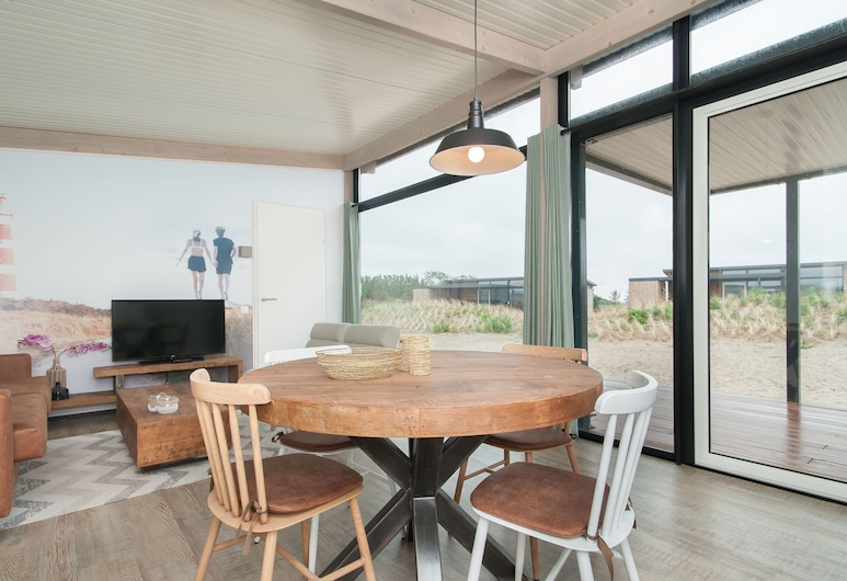 Beautiful Lodge With two Bathrooms, Near the Beach, Hollum, Wohnzimmer