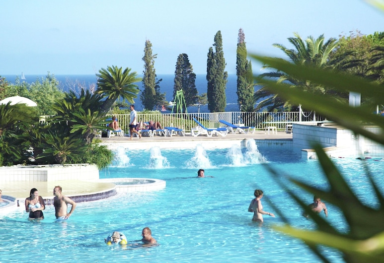 Comfortable Apartment With Dishwasher, 1 km. From the Beach, Saint-Raphael, Pool