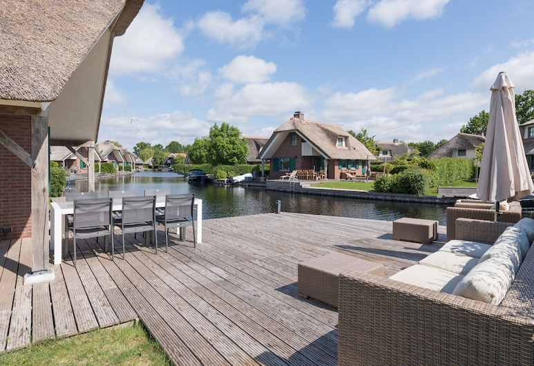 Thatched Villa With a Dishwasher at Giethoorn, Wanneperveen, Villa, Balkon