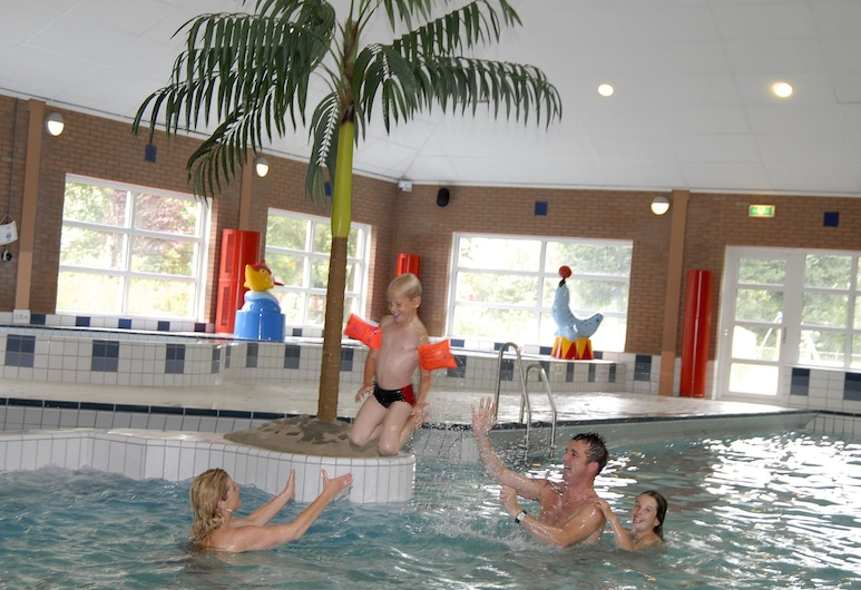 Child Friendly Villa With Enclosed Garden, 19 km. From Hoorn, Andijk, Pool