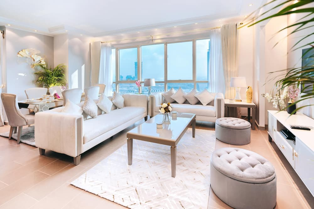 Exclusive Penthouse, 4 Bedrooms - Living Room