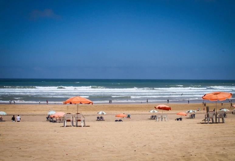 Head to Blanca Beach. A Mesmerizing Beach Resort With all Kind of Enjoyments, Casablanca, Pláž