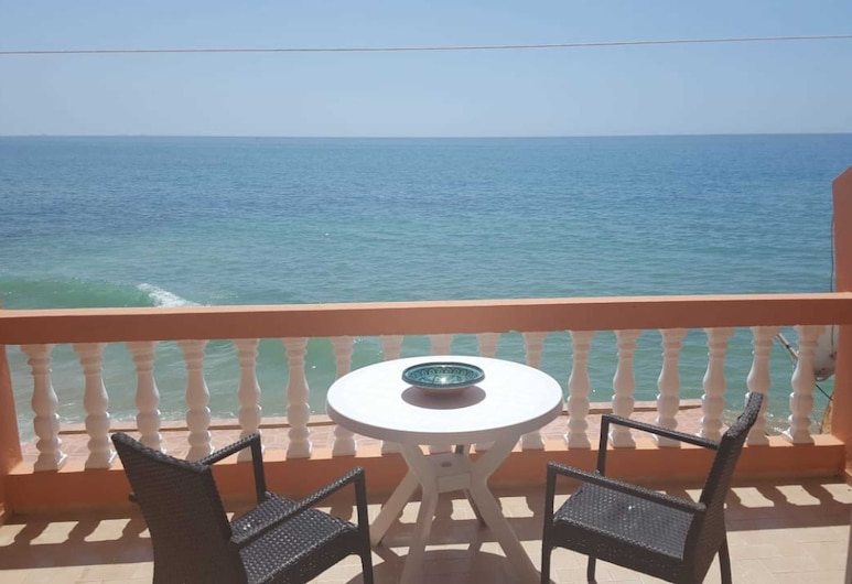 Beautiful Apartment Directly at the Beach of Taghazout, Taghazout, Balkón