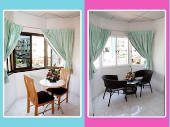 Foto del Welcome Inn Hotel Karon Beach 3 bed Room From Only 1200 Baht en Karon