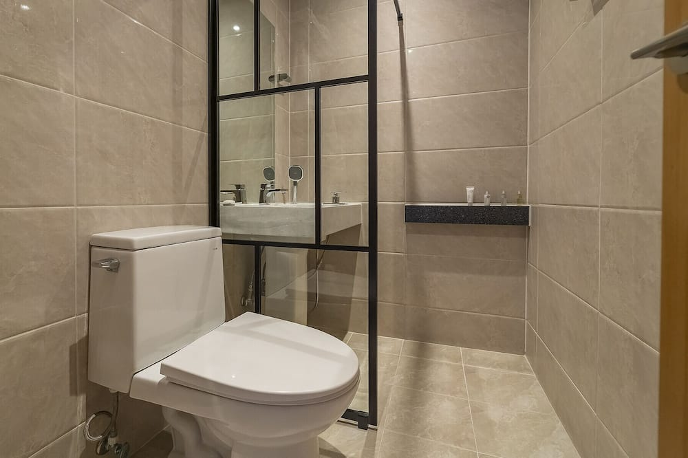 Standard Double, Mountain View [Cheese Fondue + Unlimited 4 types of house wine + BBQ for 2] - Bathroom