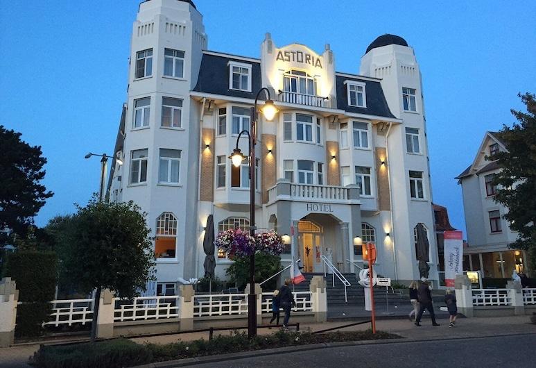 Hotel Astoria De Haan, 德哈恩, 飯店入口 - 夜景