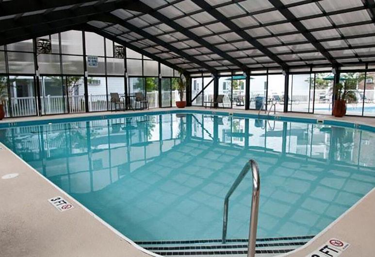 Festiva Ellington, موريلز إنلت, حمام سباحة