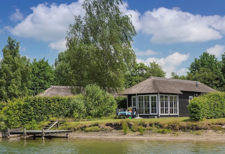 Thatched Lodge With AC and a Dishwasher, in Green Twente, Hoge Hekselis