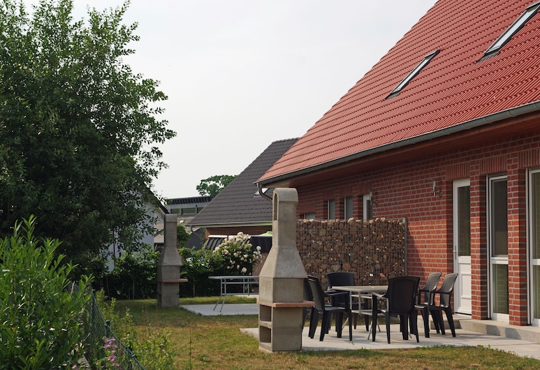 Idyllic Holiday Home in Zierow With Roofed Terrace, Zierow