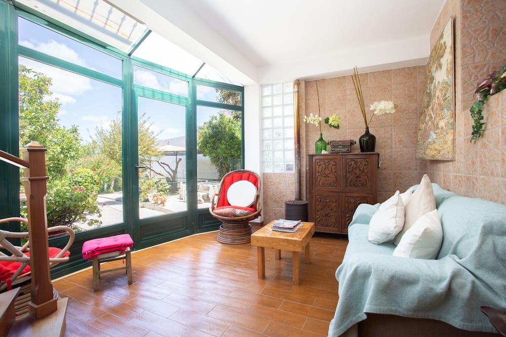 Традиционный коттедж, 4 спальни - Зона гостиной