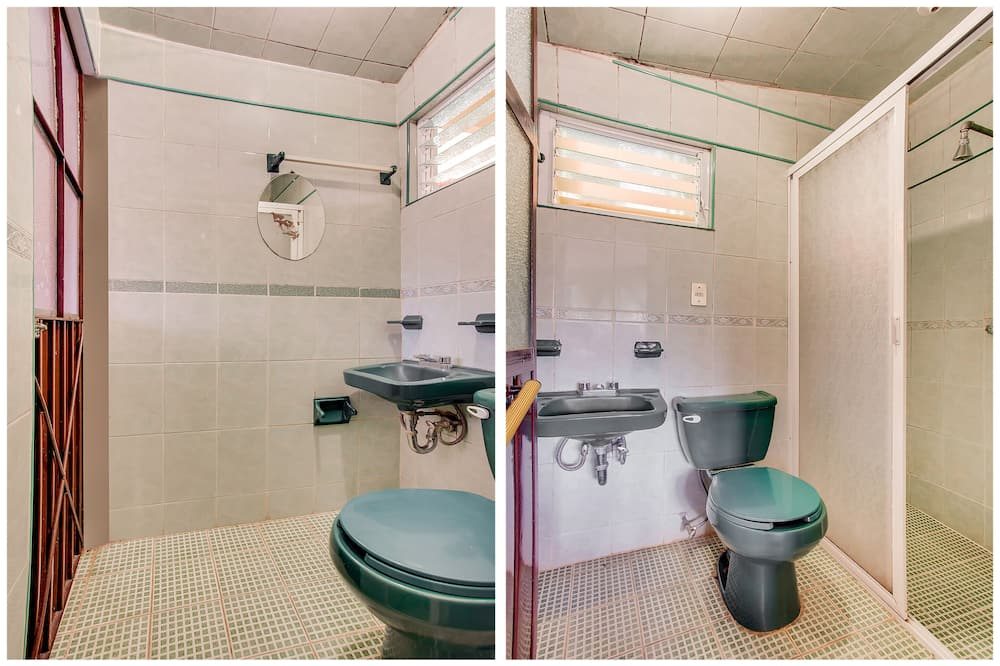 Стандартный четырехместный номер, 2 двуспальные кровати - Ванная комната