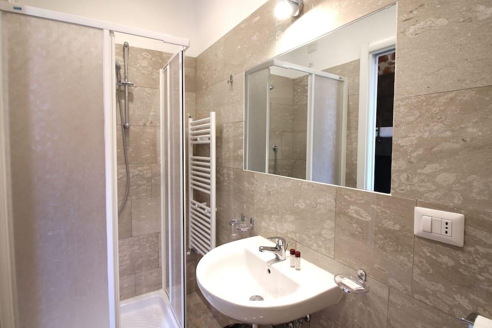 SMART Men Dorm 3 People, Shared Bathroom - Bathroom