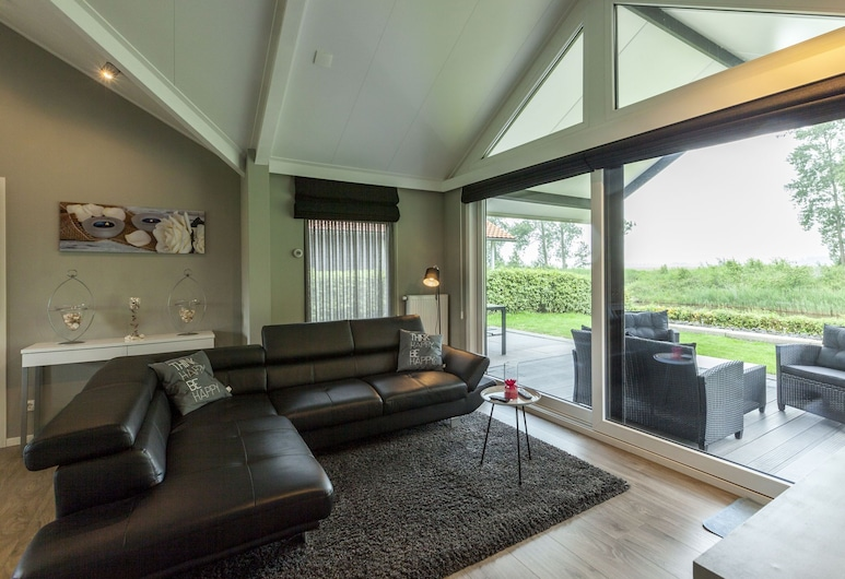 Comfortable Holiday Home With Amazing Views and Lovely Terrace, Kattendijke, Stue