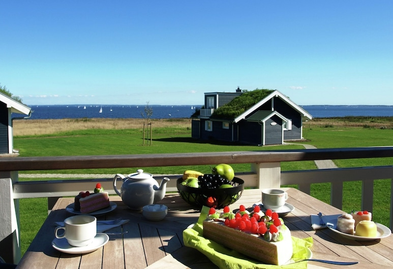 Luxurious, Modern Bungalow With a Wood Stove and sea View, Sierksdorf, Balcony