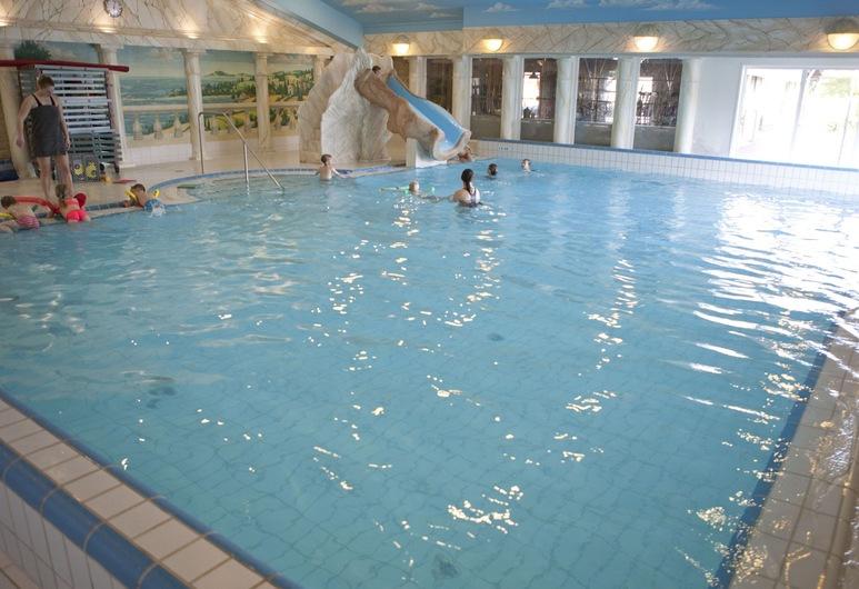 Beautiful Villa With Lots of Privacy Near the Veluwe, 弗爾休珍, 泳池