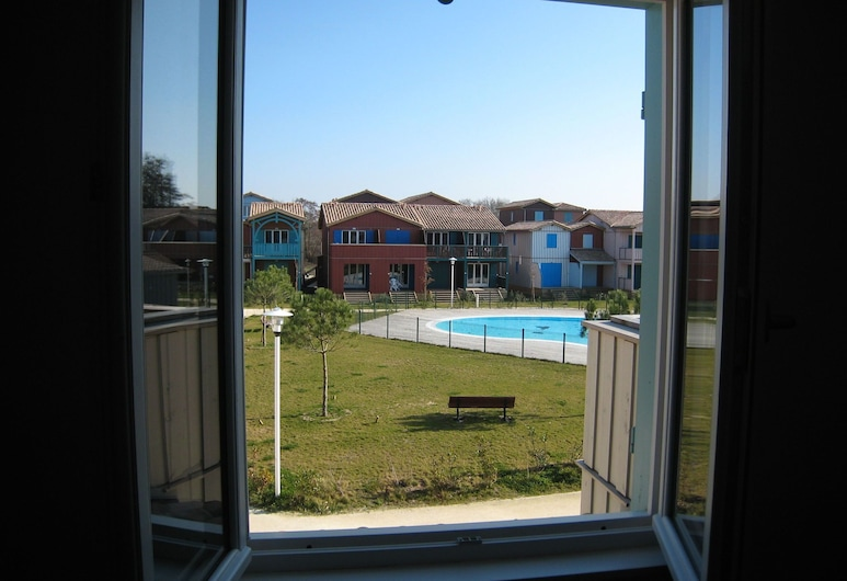 Cozy Apartment With Dishwasher, Near the Port of Le Teich, Le Teich, Erkély