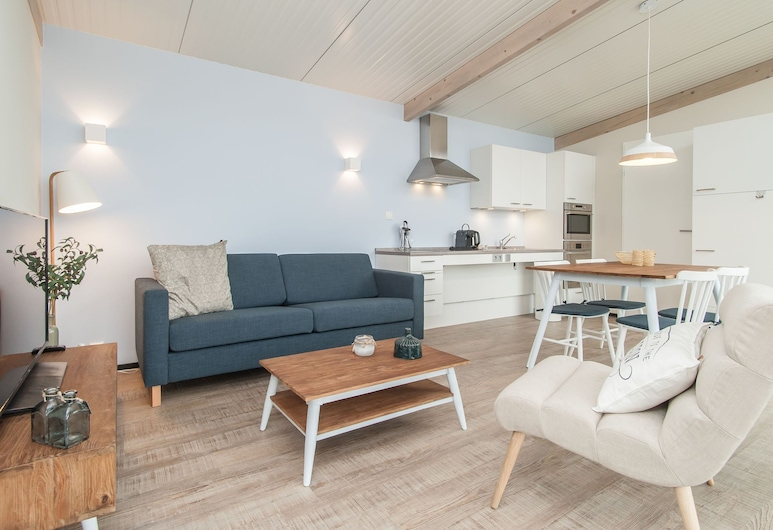 Comfortable Lodge With Dishwasher, at 900 m. From the Beach, Hollum, House, Living Room
