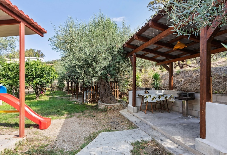 Apartment in a Beautiful Villa, Surrounded by Nature and Near the sea, Gioiosa Marea, Záhrada