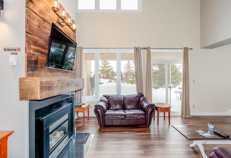 Wintergreen Condos, The Blue Mountains, Comfort Condo, 4 Bedrooms (110 Wintergreen (70031)), Living Area