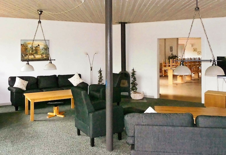 Spacious Holiday Home in Nordborg With Relaxing Whirlpool, Nordborg, Salon