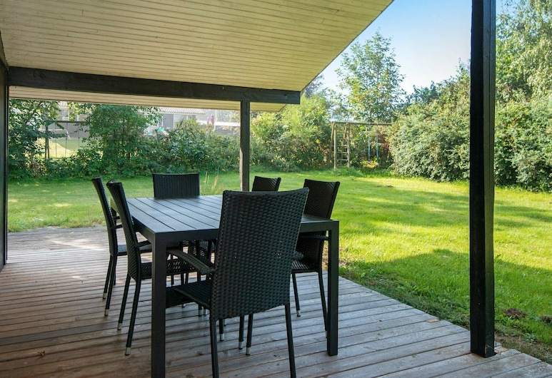 Serene Holiday Home in Knebel With Terrace, Knebel, Balcony
