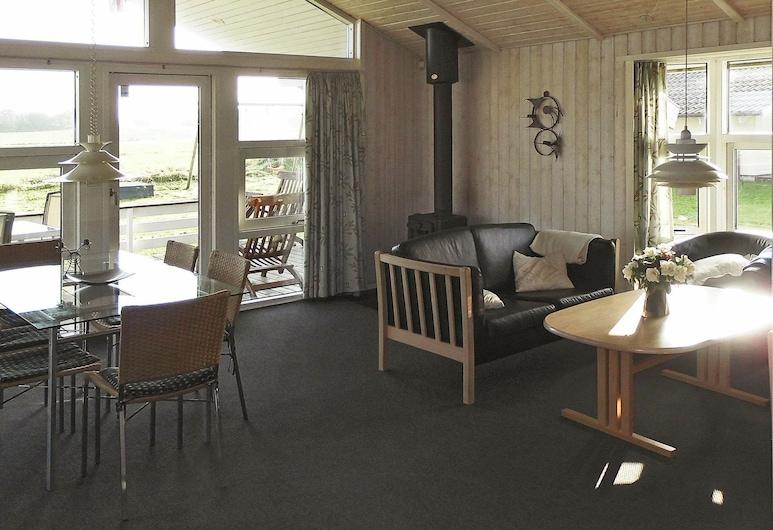Classic Holiday Home in Nordborg With Sauna, Nordborg, Sala de estar