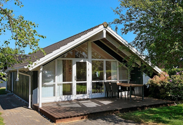 Scenic Holiday Home in Esbjerg Amidst Nature, Esbjerg