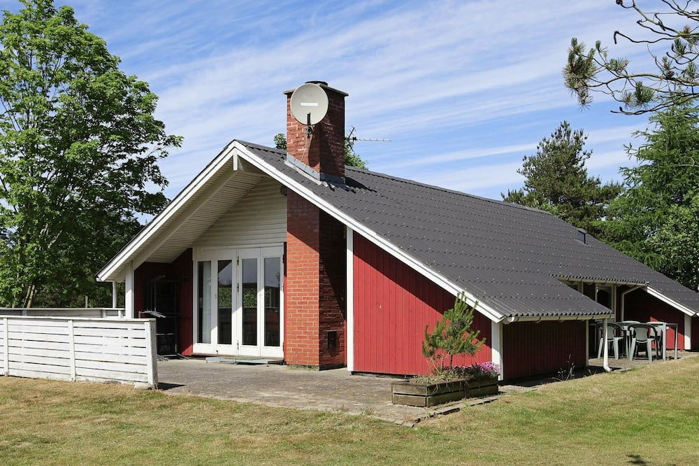 Quaint Holiday Home in Oksbøl With Indoor Whirlpool