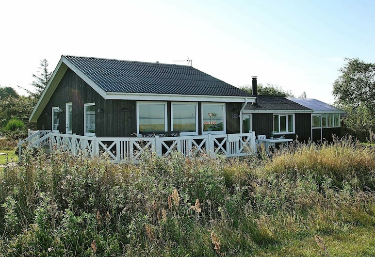 Exquisite Holiday Home in Løgstør With Sea Nearby, Logstor