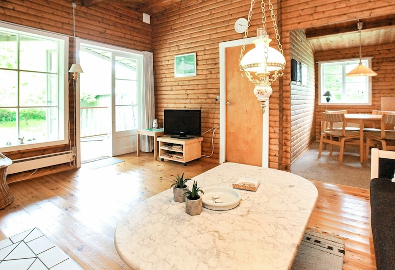 Eclectic Holiday Home in Dannemare With Barbecue, Dannemare, Obývací pokoj