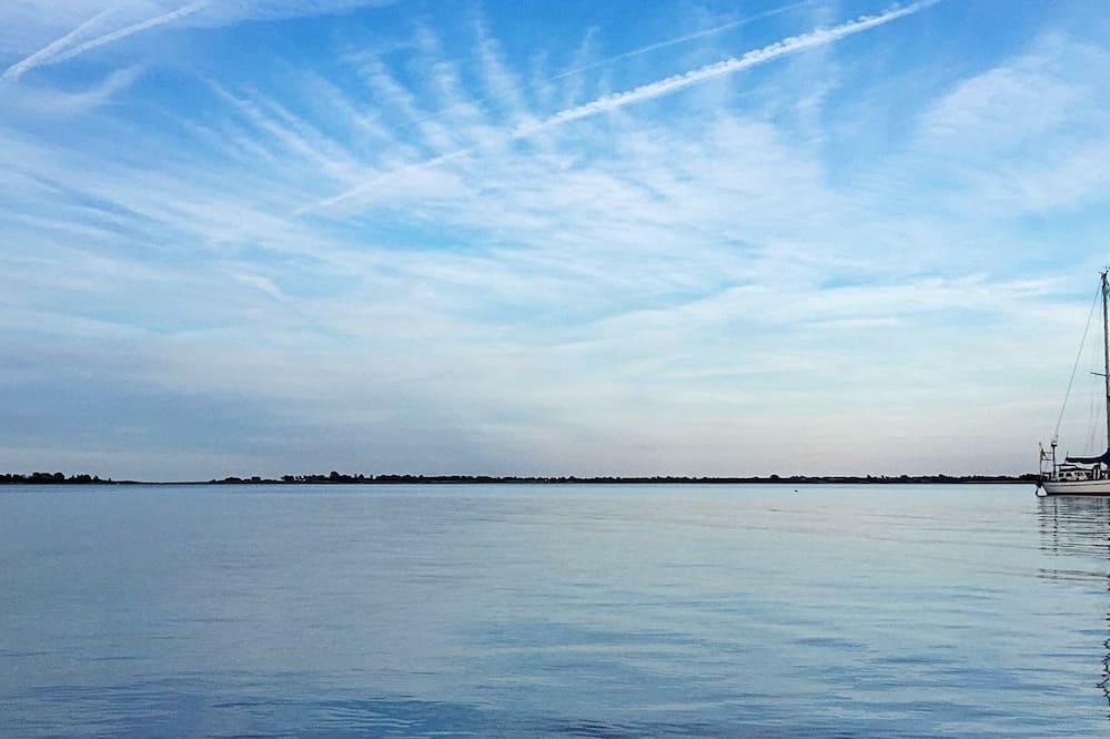 House - Lake View