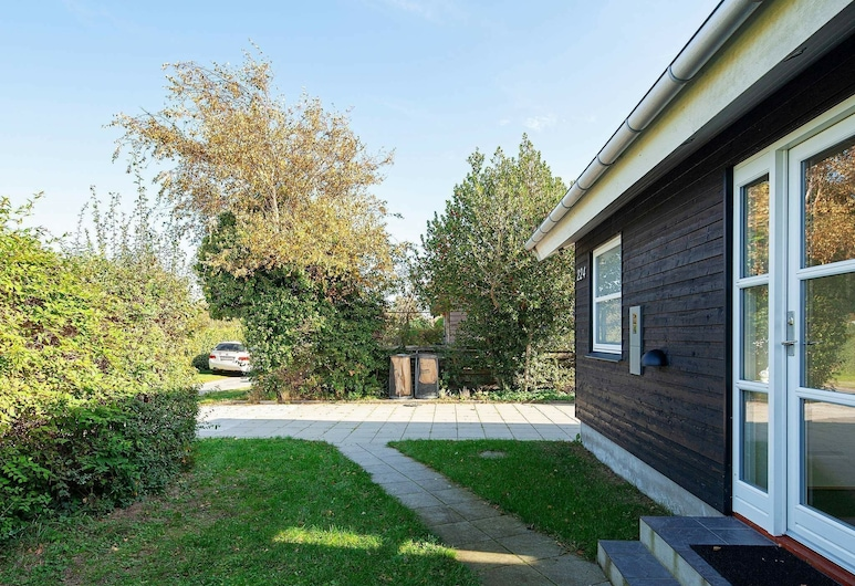 Lovely Holiday Home in Zealand With Terrace, Karrebæksminde, Property Grounds