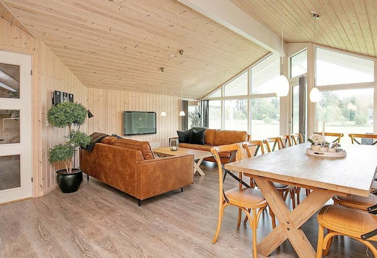 Spacious Holiday Home in Albaek With Sauna, Aalbaek, Wohnzimmer