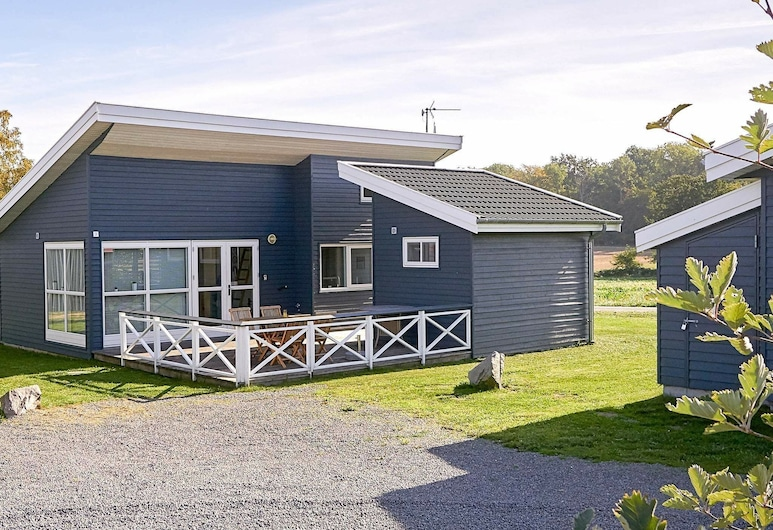 Modish Holiday Home in Bornholm With Terrace, Gudhjem