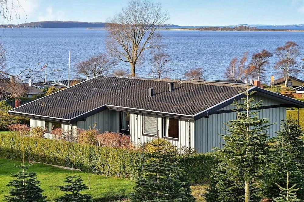 Peaceful Holiday Home in Funen Near Sea