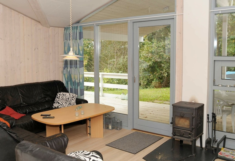 Cozy Holiday Home in Borkop Jutland With Terrace, 寶可波, 客廳