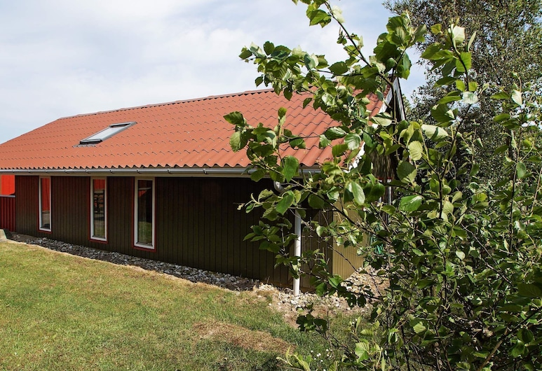 Modern Holiday Home With Naturalistic Views in Hemmet, Хеммет