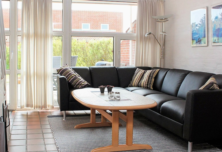 Simplistic Holiday Home in Blåvand With Garage, Blavand, Sala de Estar