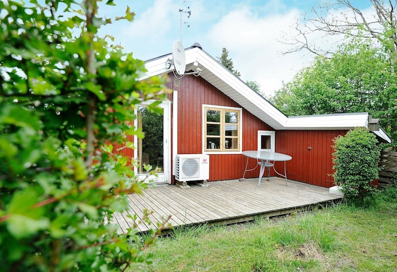 Pretty Cottage in Hemmet Near Sea, Hemmet