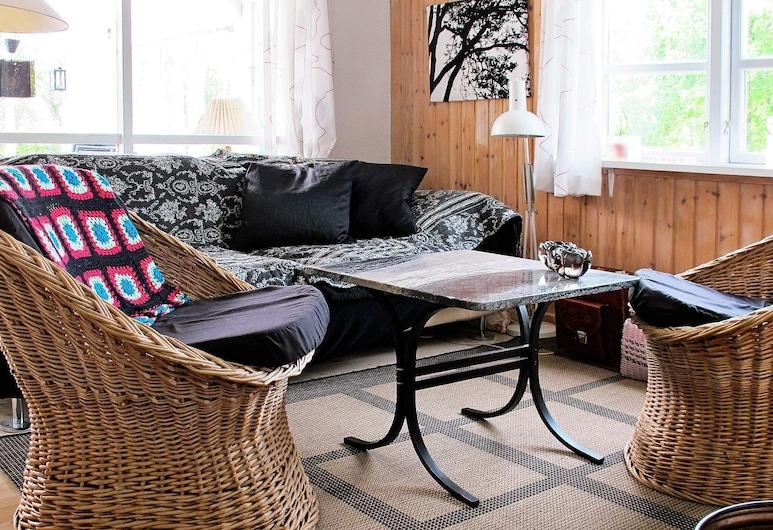 4 Person Holiday Home in Hals, Hals, Sala de estar