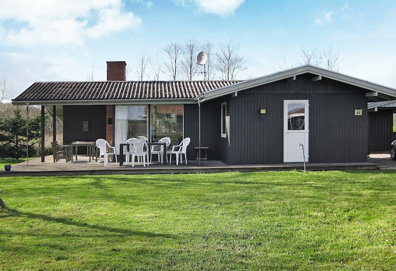 Cozy Holiday Home in Bjert With Roofed Terrace, Bjert