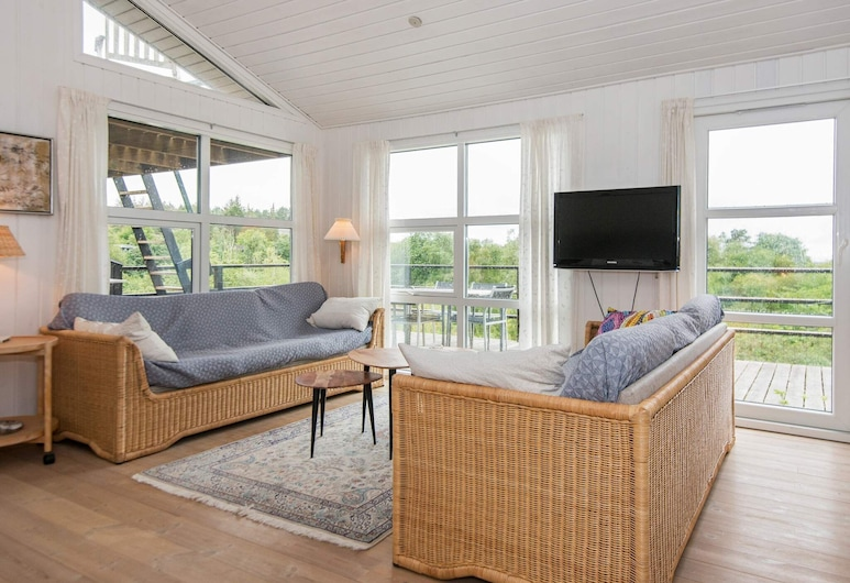 Chic Holiday Home in Jutland With Sea Nearby, Knebel, Salon