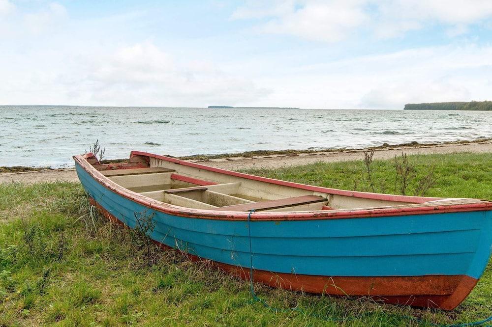 Aðalmynd