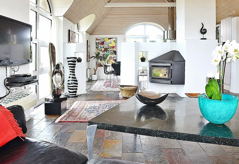 Heritage Holiday Home in Ringkøbing With Indoor Whirlpool, Ringkobing, Living Room
