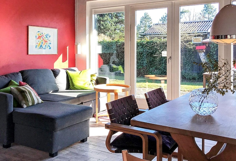Delightful Holiday Home in Knebel With Terrace, Knebel, Stue
