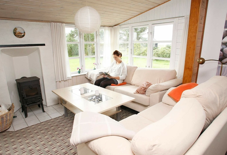Tranquil Holiday Home With Naturalistic Views in Logstor, Logstor, Living Room
