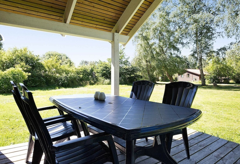 Modern Holiday Home in Højby With Whirlpool, Højby, Balkong